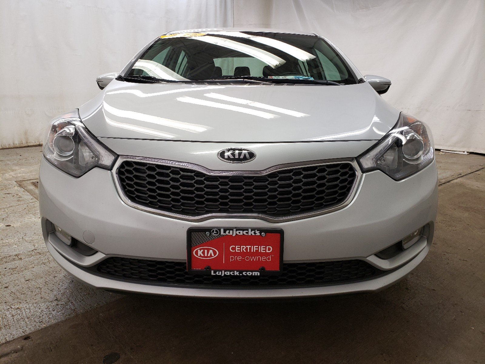 Pre-Owned 2016 Kia Forte 5-Door EX